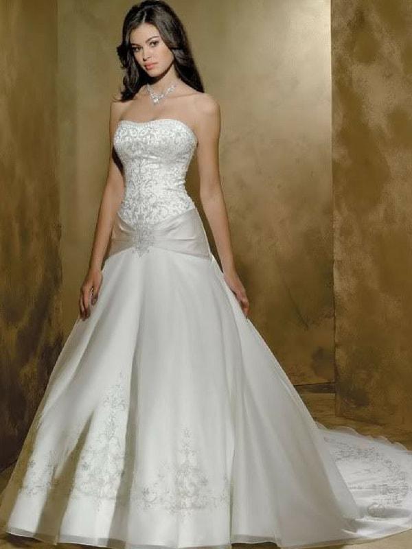 Hourglass body wedding dress - blank canvas